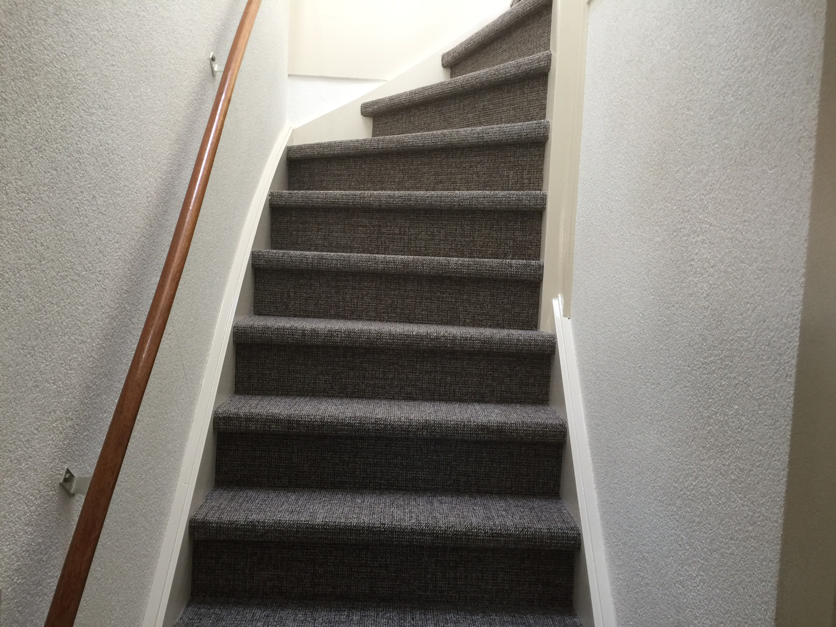Trap bekleden trap stofferen aanbieding trap bekleden kosten art woninginrichting - Witte trap grijs ...